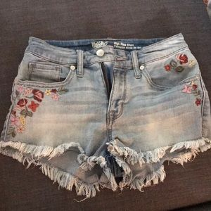 Floral embroidered high rise short